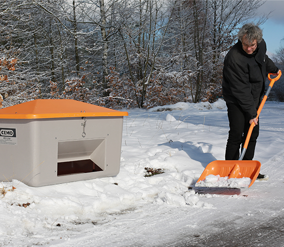 Schneeschaufel Cemo aus GFK kpl.mit ovalem Stiel und Alu Kante